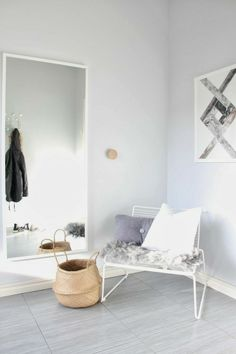 Even in the hallway you can make a cosy corner | www.kiem-wayoflife.com