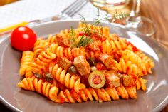 Salata de paste cu ton Ethnic Recipes, Food, Diy, Crafts, Manualidades, Bricolage, Essen, Do It Yourself, Meals