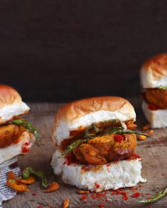This Vada Pav recipe of a very popular Indian street food serves as a perfect tea time evening snack on days you feel like indulging a bit. Chilli Recipes, Beet Recipes, Indian Food Recipes, Ethnic Recipes, Vada Pav Recipe, Garlic Chutney, Food Tags, Indian Street Food, Evening Snacks