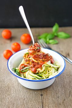 Zucchini Spaghetti (Zoodles) with Marinara Sauce - 12 Super Vegetable Spaghetti Recipes Raw Food Recipes, Vegetarian Recipes, Dinner Recipes, Cooking Recipes, Healthy Recipes, Beef Recipes, Zucchini Spaghetti, Spaghetti Recipes, Zucchini Noodles