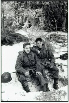 @dicksp8jr Richard Speight Jr (Skip Muck) and @ScottGrimes (Don Malarkey) on set #BandOfBrothers