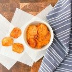 Sweet Potato Chips – Weight Watchers Crispy Sweet Potato Chips, Whole30 Sweet Potato, Sweet Potato Oven, Easy Snacks, Yummy Snacks, Delicious Desserts, Yummy Food, Bbq Baked Potatoes, Strawberry Fruit Dips