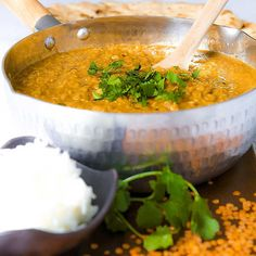 Red lentils dal recalls me my first trip in Asia. A smooth vegetarian stew, spicy and tasty, perfect to recreate an Indian feast!