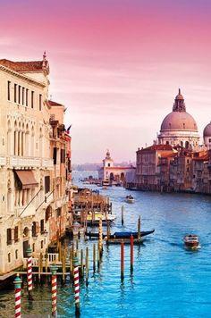 Buongiorno dalla splendida #Venezia! Colori, luci e atmosfere super romantiche...