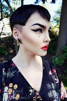 Rose Shock! Red eyeshadow, cat eye makeup tutorial. Video!!!