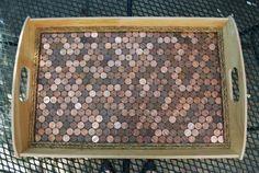Las monedas no sólo sirven para comprar objetos. Con el tiempo, algunas dejan de tener vigencia y simplemente ya no valen nada. Pero esa no es razón para deshacerse de ellas.Aquí te traigo las mejores manualidades con monedas para decorar que seguro te sorprenderán. ¡Busca tu colección de viejas monedas y haz la