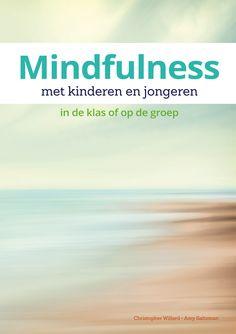Mindfulness met kinderen en jongeren In de klas of op de groep Yoga For Kids, Mindfulness, Beach, Outdoor, Sport, Psychology, Outdoors, Deporte, Seaside