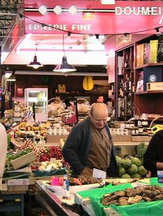 Best Places to Eat on a budget in Paris, France. Cheap but good.