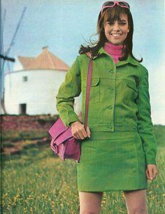 May 1967 green suit dress mini day sportswear jacket skirt pink… 60s And 70s Fashion, Mod Fashion, Vintage Fashion, Womens Fashion, Fashion Fall, Missoni, Mod Look, Retro Mode, Moda Vintage