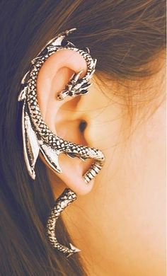 dragon earring; not sure I'd like having something that big on my ear, but it's cool