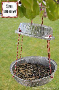 Fun and simple bird feeder from fivelittlechefs.com Fun for the summer! #kidscrafts #birdfeeder