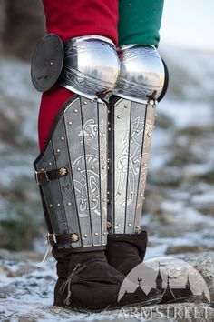 Medieval sca legal splint combat armor greaves with knee cop for sale. Available in: stainless, brown leather, black leather, brown natural suede, dark blue natural suede, black natural suede, red natural suede, burgundy natural suede, green natural suede :: by medieval store ArmStreet