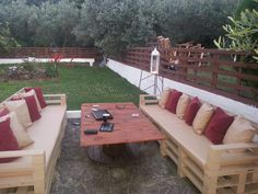 Outdoor garden lounge (sofa + table) made from recycled pallets and a reel for the table. Σαλονακι κηπου