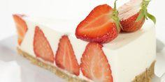 Sommerens jordbærkake - Denne jordbærkaka er overraskende enkel. Og så blir den så flott!