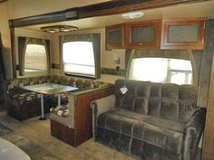 2014 Fifth Wheel Jayco Eagle 30 not sure on kitchen counter space and small bath