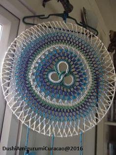 Dushi Amigurumi Curacao: Haakpatroon triguetra mandala dromenvanger Crochet Mandela, Crochet Ornaments, Triquetra, Doilies, Outdoor Blanket, Embroidery, Pattern, Color, Hula Hoop
