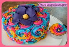 Como decorar un bizcocho (pastel) y cupcakes fácil con flores de frostin...