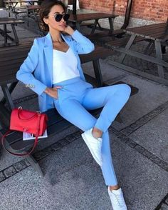 Since there are dress code limitations when it comes to dressing up in the office, getting the idea to layer your professional business outfit with a blazer Summer Work Outfits, Casual Work Outfits, Business Casual Outfits, Work Attire, Mode Outfits, Classy Outfits, Stylish Outfits, Fall Outfits, Suit Fashion