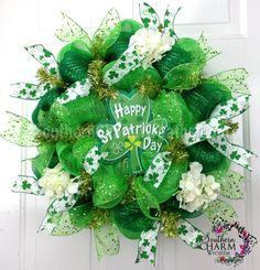 Deco Mesh St. Patrick's Day Wreath SLIM Screen Door Shamrock Decor by www.southerncharmwreaths.com #stpatricks #decomesh