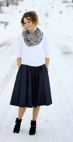 17 Cool Ways To Wear Full Skirt With Boots | Fashion Inspo