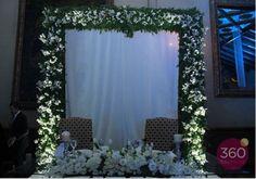 Marco floral para mesa de novios realizada por Flower Market!  eventos en Monterrey y Saltillo!  Www.facebook.com/flowermarket
