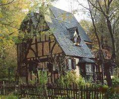 Old english cottage |