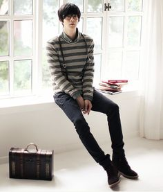 Korean ulzzang model Won Jong Jin looks great in this casual look featuring skinny suspenders and jeans. Korean Fashion Office, Korean Fashion Street Casual, Korean Fashion Dress, Korean Fashion Winter, Korean Fashion Casual, Korean Outfits, Fashion Moda, Fashion Wear, Emo Fashion