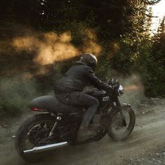 Jenny Linquist #motorcycles #caferacer #motos | caferacerpasion.com