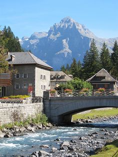 Sixt Fer à Cheval, Rhône-Alpes. A découvrir avec les guides du Patrimoine des Pays de Savoie http://www.gpps.fr/Guides-du-Patrimoine-des-Pays-de-Savoie/Pages/Site/Visites-en-Savoie-Mont-Blanc/Faucigny/Vallee-du-Giffre/Sixt-Fer-a-Cheval