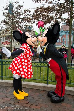 Mickey and Minnie in Main Street at Disneyland Paris #DLRP #DLP #Disney