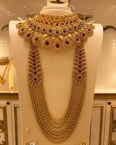 Indian Bridal Jewelry Sets, Bridal Jewelry Vintage, Bridal Jewellery, Jewelry Design Earrings, Gold Jewellery Design, Necklace Designs, Dubai Gold Jewelry, Bridal Necklace Set, Gold Necklace