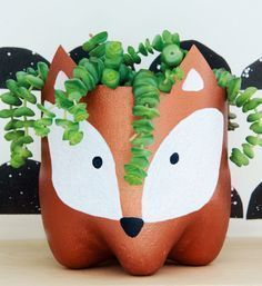 Upcycling: Blumentopf mit Fuchs aus alter PET-Flasche – Bastelanleitung via Make… Upcycling: Flower pot with fox from old PET bottle – crafting instructions via Makerist. Kids Crafts, Diy And Crafts, Craft Projects, Arts And Crafts, Recycled Art Projects, Project Ideas, Plastic Bottle Crafts, Diy Bottle, Wine Bottle Crafts