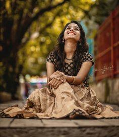 Best Photo Poses, Girl Photo Poses, Girl Poses, Portrait Photography Poses, Photography Poses Women, Amazing Photography, Travel Photography, South Indian Actress Hot, Saree Photoshoot