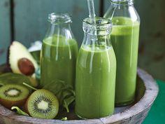 gruener-smoothie-mit-gerstengraspulver Smoothie Detox, Smoothie Drinks, Smoothie Bowl, Superfood, Healthy Drinks, Healthy Recipes, Clean Eating, Healthy Eating, Eat Smart