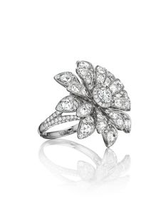 Maria Canale Aster Blossom Ring #mariacanale #luxury #jewelry #style #fashion #diamond #diamonds #finejewelry