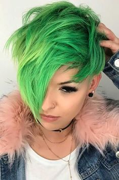 55 Long Pixie Cut Looks For The New Season - İnteresting Hair İdeas Here Dyed Pixie Cut, Chaotischer Pixie, Messy Pixie Cuts, Long Pixie Cuts, Short Pixie Haircuts, Short Hair Cuts, Short Hair Styles, Undercut Hairstyles, Pixie Hairstyles