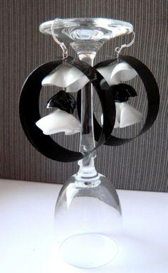 Страната отвъд дъгата: Черно-бели обици от пластмасови бутилки - Black and white plastic bottle earrings