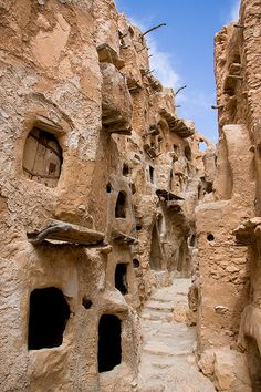 travelthisworld:    Ksar Nalut, Nalut, Libya by jrvirtue  When I saw this I had to run to wikipedia like a proper nerd to find out what it was:  http://en.wikipedia.org/wiki/Ksar_Nalut