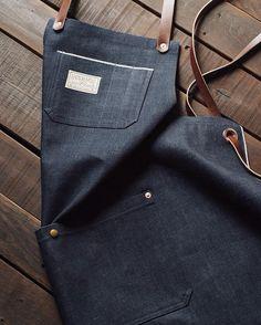 118 отметок «Нравится», 4 комментариев — American Native (@americannativegoods) в Instagram: «Sending out some raw denim aprons with denim pouch pocket and over-the-shoulder cross back leather…»