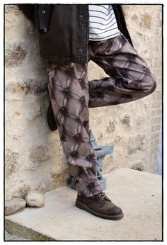 Pantalon baggy d'hiver pour homme en toile de coton marron sur-mesure et artisanal #streetwear #menswear #menstyle #mensfashion Men's Fashion, Custom Made Clothing, Baggy, Artisanal, On Shoes, Really Cool Stuff, Streetwear, Articles, Stylish