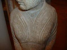 Basilique de Notre Dame en Vaux, Châlons-en-Champagne, 1180 huh, this clearly shows the slash neckline. Interesting.