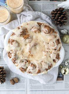 one hour eggnog cinnamon rolls I howsweeteats.com #christmas #holidays #eggnog #cinnamonrolls #breakfast
