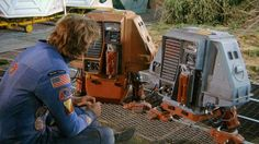 How Douglas Trumbull's 1972 low-budget, bleeding heart science fiction classic yielded not just the basic look of, but the humanity of and robots everywhere. Running Movies, Silent Running, Sf Movies, Vintage Robots, Sci Fi Films, Classic Sci Fi, Sci Fi Fantasy, Movies Showing, Science Fiction