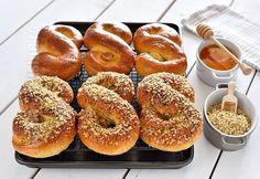 Mucenici umpluti cu nuca - reteta video   JamilaCuisine Easy Cookie Recipes, Donut Recipes, Healthy Dessert Recipes, Just Desserts, Cooking Recipes, Pastry And Bakery, Bread And Pastries, My Favorite Food, Favorite Recipes