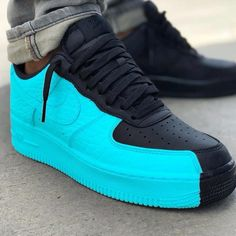 Do you wear a sneaker like this. Custom Sneakers, Custom Shoes, Custom Af1, Nike Trainer, Sneakers Fashion, Sneakers Nike, Fashion Outfits, Sneaker Store, Reflective Shoes