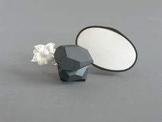 Jantje Fleischhut | 'night_2' — brooch 2007