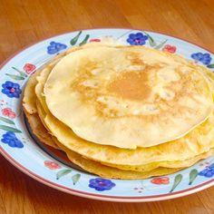 Für die wichtigste Mahlzeit des Tages – das Frühstück – haben wir leckere Kokosmus-Pancakes gemacht. So bringen Sie Pfiff und vor allem neue Geschmacksrichtungen auf Ihren Frühstückstisch! Yummy Mummy, Yummy Food, Grain Free, Dairy Free, Paleo, Keto, Brunch, Pancakes And Waffles, Sugar Free