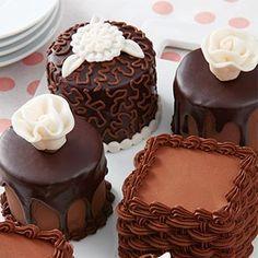 Wilton School Mini Cakes 101 Mini Cheescake, Mini Cakes, School, Desserts, Food, Tailgate Desserts, Deserts, Essen, Postres