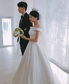 Korean Fashion Trends you can Steal – Designer Fashion Tips Couple Ulzzang, Ulzzang Girl, Cute Couples Goals, Couples In Love, Moda Ulzzang, Old Fashioned Wedding, Korean Wedding, Korean Couple, Korean Fashion Trends