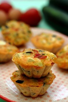 Zucchini tomato and feta cheese flans Amandine Cooking Baby Food Recipes, New Recipes, Healthy Recipes, Christmas Appetizers, Christmas Recipes, Healthy Muffins, Quiches, Keto Snacks, Clean Eating Snacks